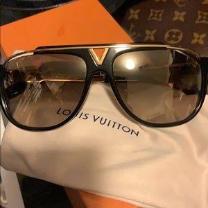 lV Men's sunglasses